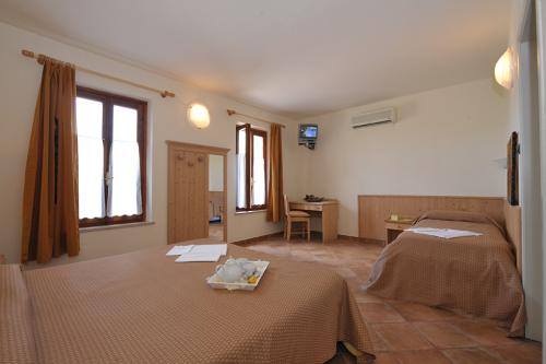 Rooms lake garda